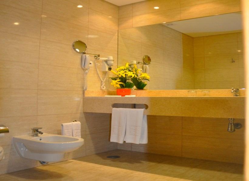 Hotel Caravelas Badezimmer