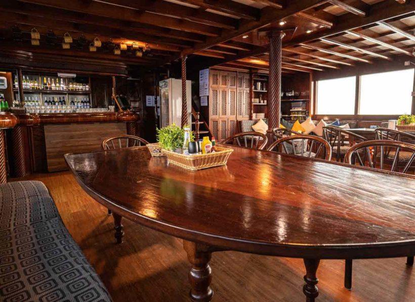 MV-AMBA-Salon-Blick-auf-die-Bar