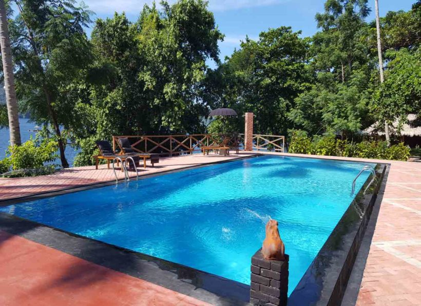 ID_Dive_into_Lembeh_Resort_Swimmingpool