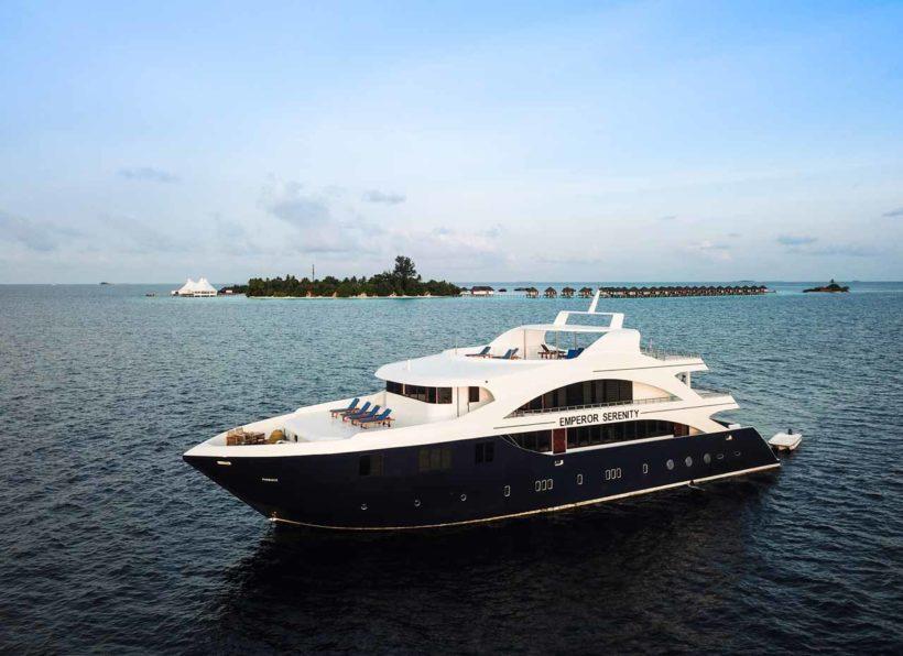 MV-Emperor-Serenity-Ansicht-mit-Wasser-und-Insel©B
