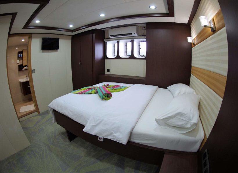 MV-Emperor-Serenity-Doppelbettkabine-mit-Fenster-unteres-Deck_
