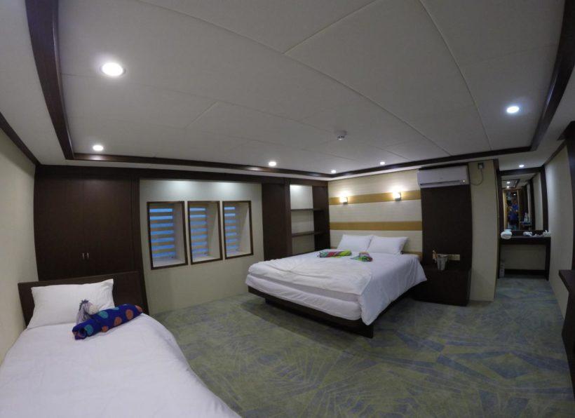 MV-Emperor-Serenity-Hauptdeck-Kabine-9-Doppelbett-mit-Einzelbett1-©-John-Bakker-Divemood