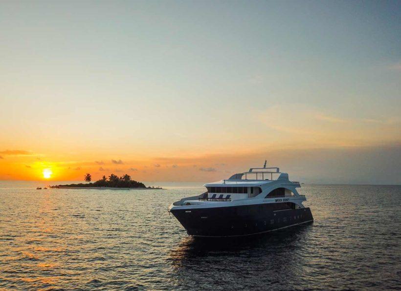 MV-Emperor-Serenity-Insel-im-Hintergrund©BP-Lange