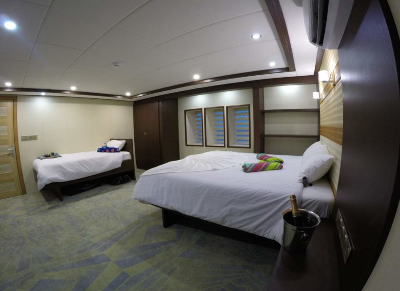 MV-Emperor-Serenity-Kabine-9-Hauptdeck-Doppelbett-mit-Einzel-©-John-Bakker-Divemood