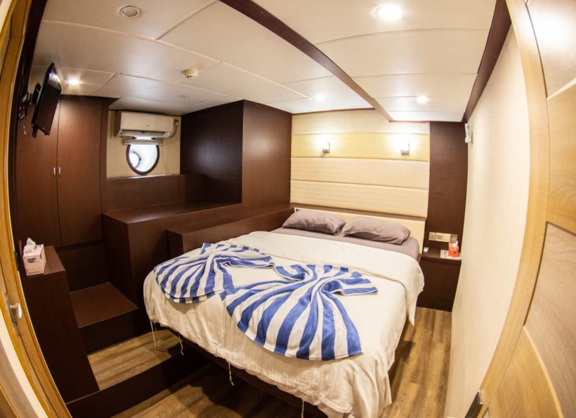MV-Emperor-Serenity-unteres-Deck-Kabine-Doppelbett