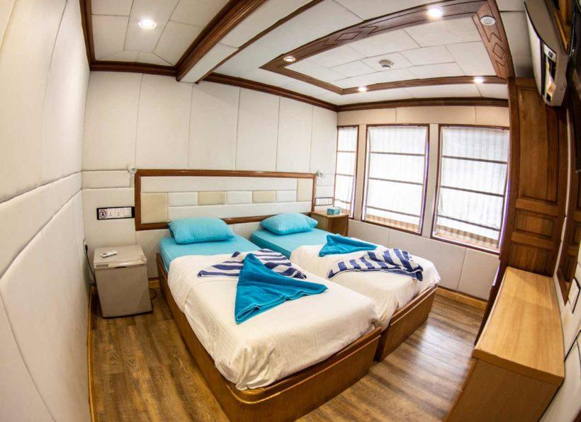 MV-Emperor-Virgo-upper-Deck-Twin-Kabine